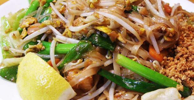 Bennies Thai vs. Mangez Avec Moi